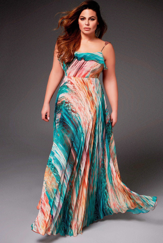 16959616a Vestidos de invitada talla grande de la firma de moda española La Musa