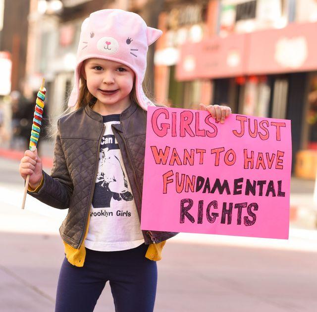 10月11日は国連が定める「国際ガールズデー」。女の子の人権やエンパワーメントの促進について考える大切な日!  新型コロナウイルスの影響により、ジェンダー不平等や暴力が著しく増加するなど、女の子たちが直面している問題はより深刻化。今ここで少女の権利の保障や、差別に対する支援の必要性について考えてみよう。