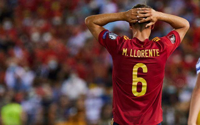 marcos llorente se lamenta durante un partido con la selección española masculina de fútbol