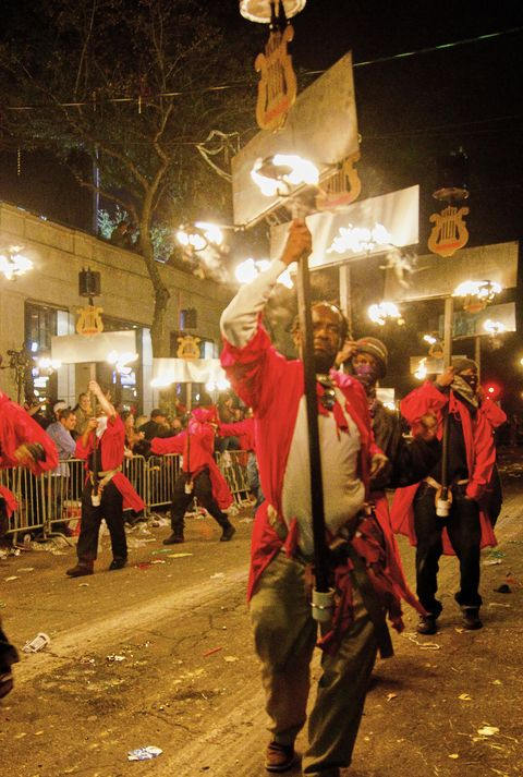 mardi gras traditions flambeaux