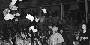 Margaret Harrison: la storia dell'artista ribelle pioniera del femminismo inglese