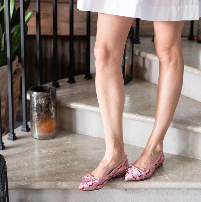 Leg, Human leg, Foot, Ankle, Footwear, Sandal, Thigh, Snapshot, High heels, Fashion,