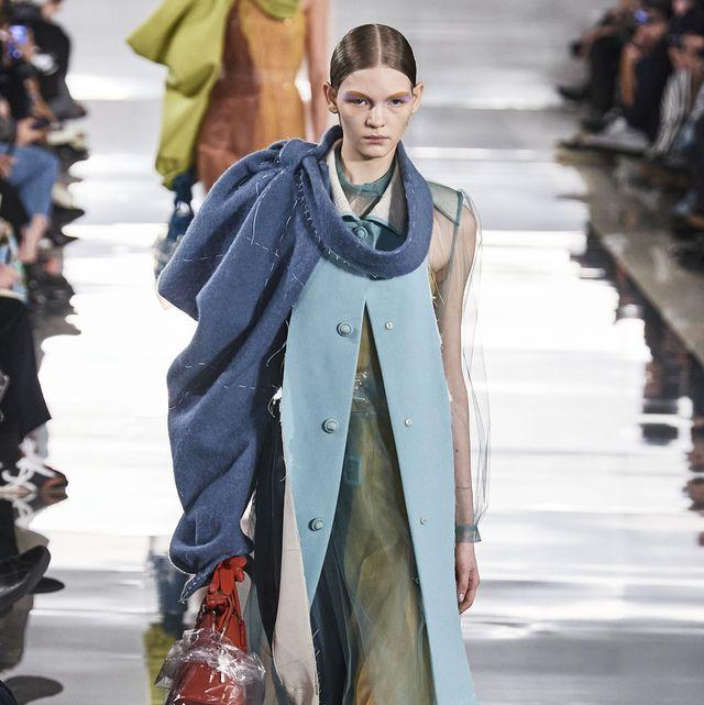 Fashion, Fashion model, Runway, Fashion show, Clothing, Street fashion, Haute couture, Outerwear, Fashion design, Winter,