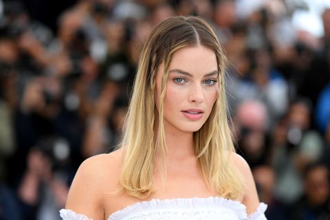 Margot Robbie Wore Sharon Tate's Jewelry While Filming Once Upon A Time In Hollywood