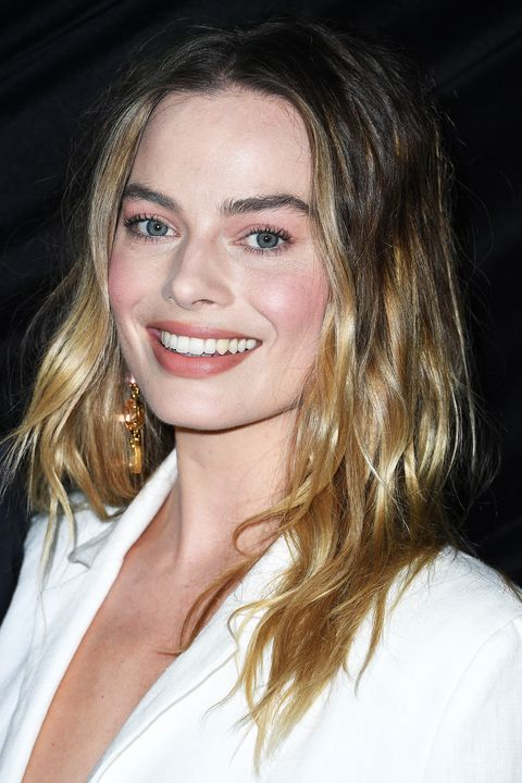 Margot Robbie provides a lesson in easy-breezy beauty