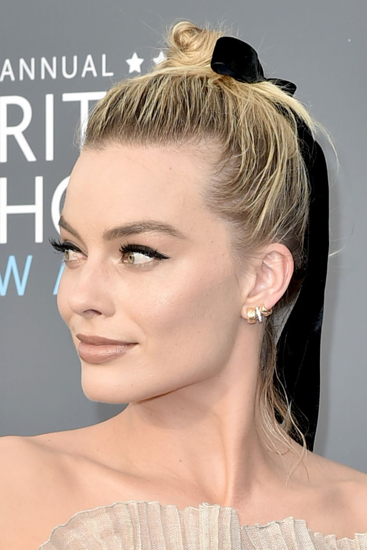 Margot Robbie's beauty look Critics' Choice Awards 2018