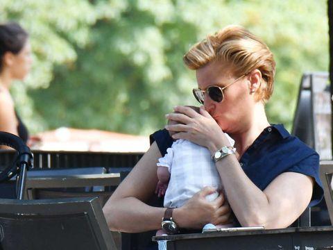 María Zurita con su hijo Carlos: la prima del rey disfruta de su maternidad.