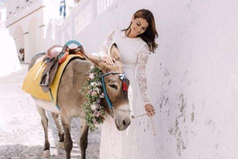 eab7928d20 La modelo María José Suárez disfruta de su luna de miel tras su boda en  Santorini