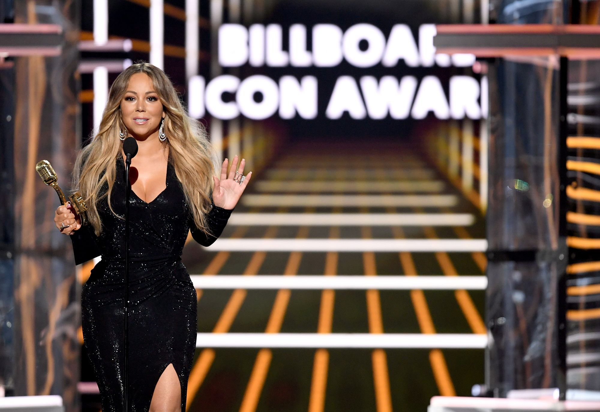 Mariah Carey's Billboard Awards Performance Is a Lesson in Confidence