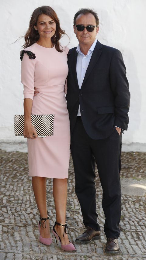 la diseñadora, con un vestido rosa palo, y el empresario, con gafas de sol, en una foto de archivo