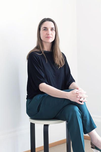 Manager director di Artek dal 2014, Marianne Goebl si divide tra l'azienda originaria di Helsinki e la sede progettuale a Berlino.