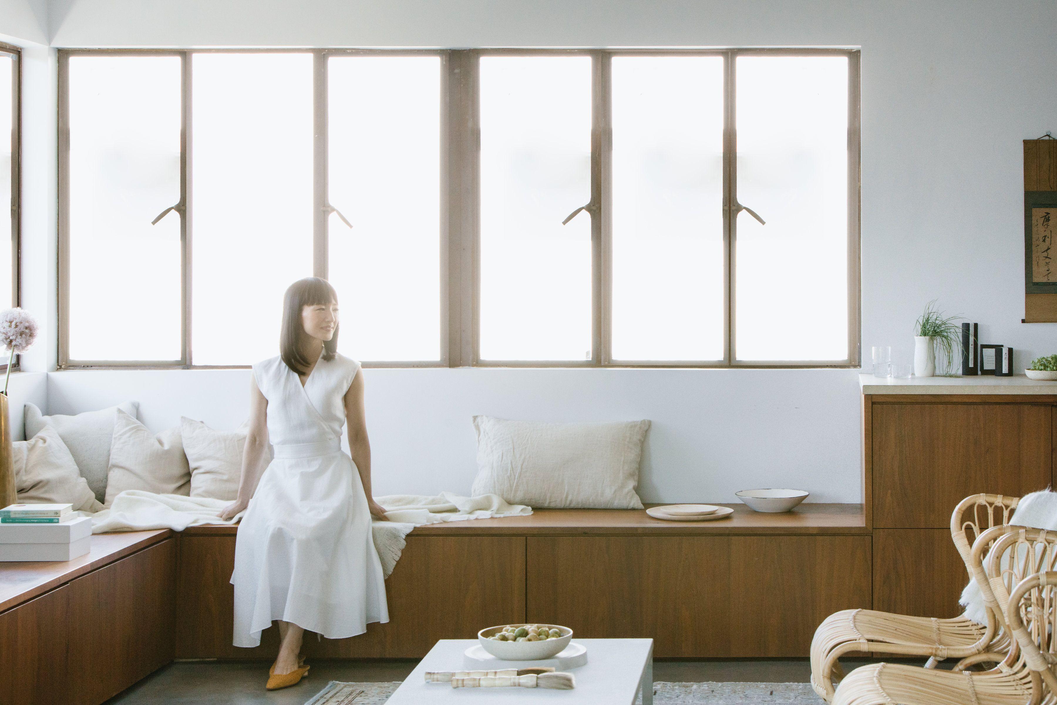 Finito con decluttering e riordino, Marie Kondo è pronta a riempire di nuovo gli armadi (con i suoi oggetti per la casa)