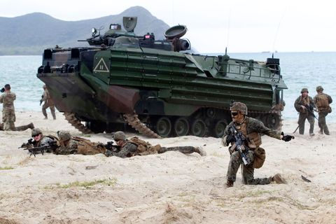 us marines participate in an amphibious assault exercise
