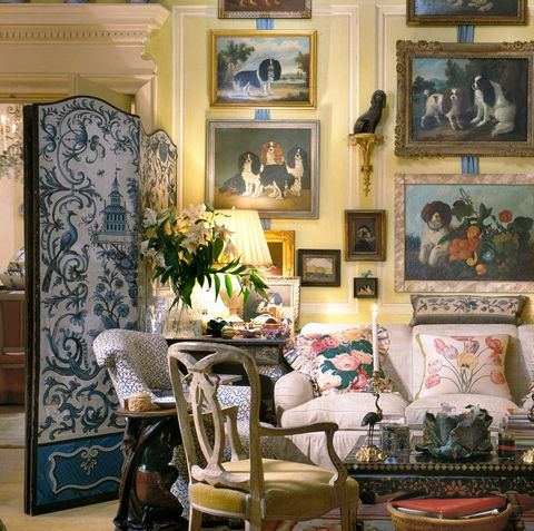 Living room, Room, Interior design, Furniture, Couch, Wall, Home, House, Building, Antique,