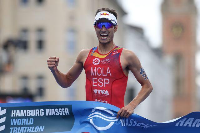 el triatleta mario mola en el itu world triathlon de hamburgo