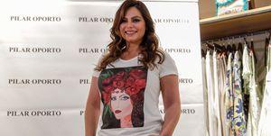 Marisa Jara apoyando la venta de la camiseta solidaria para Vicky contra el cáncer
