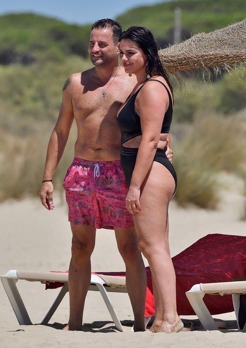 marisa jara y su novio, románticas vacaciones en la playa