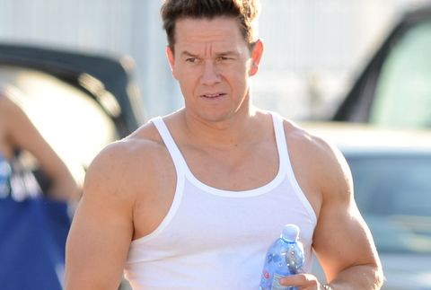 PARECIDOS RAZONABLES - Página 10 Mark-wahlberg-is-sighted-on-the-set-of-pain-and-gain-on-news-photo-142433873-1536758748.jpg?crop=1.00xw:0.538xh;0,0