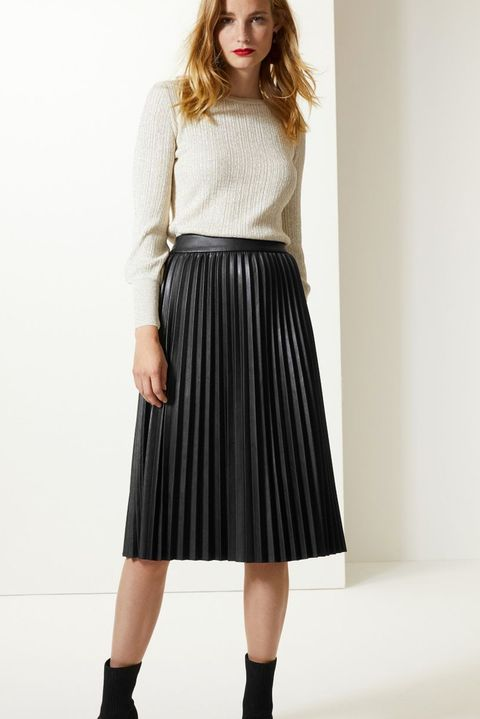 7d22461cfd6 Lorraine Kelly s chic midi skirt is a winter wardrobe staple