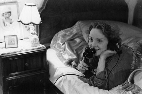 Photograph, Black-and-white, Monochrome, Snapshot, Monochrome photography, Room, Eye, Photography, Furniture, Sitting,