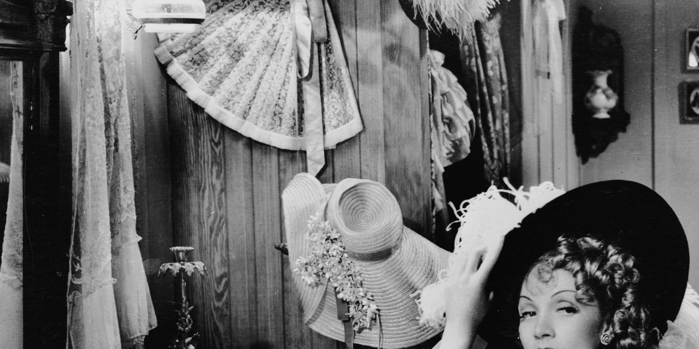 Storia del corsetto: come il bustino è e ha cambiato le tendenze moda