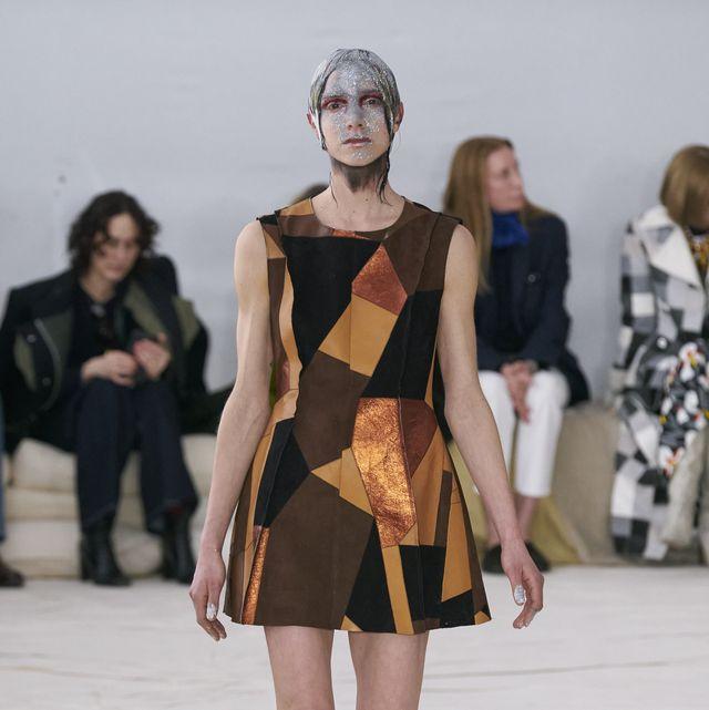 Fashion model, Fashion show, Fashion, Runway, Clothing, Shoulder, Public event, Fashion design, Human, Dress,