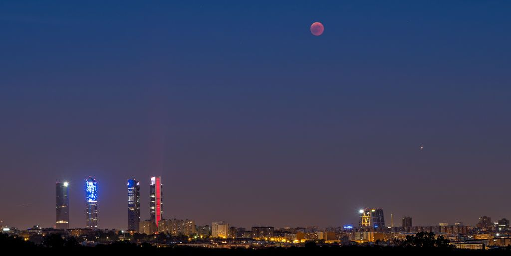 Mars planet - blood moon - Madrid, Spain