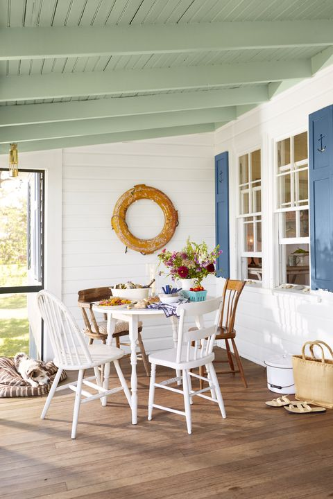 a kick back kind of cottage martha's vineyard retreat homeowners phoebe cole smith and mike smith porch