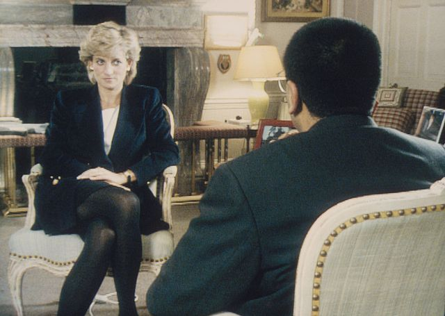 『bbc』が1995年に放送したダイアナ元妃の暴露インタビューは、記者らの詐欺的な行為によって元妃が騙されたことで実現したといわれてきた。bbcは昨年から行っていたこの疑惑に関する再調査の結果を発表。事実が明らかになったとして、全面的に謝罪した。これに対して息子の王子たちは、どのように反応したのだろうか?