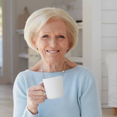 Mary Berry From The Great British Bake Off Is The Tv Grandma Your Life S Been Missing