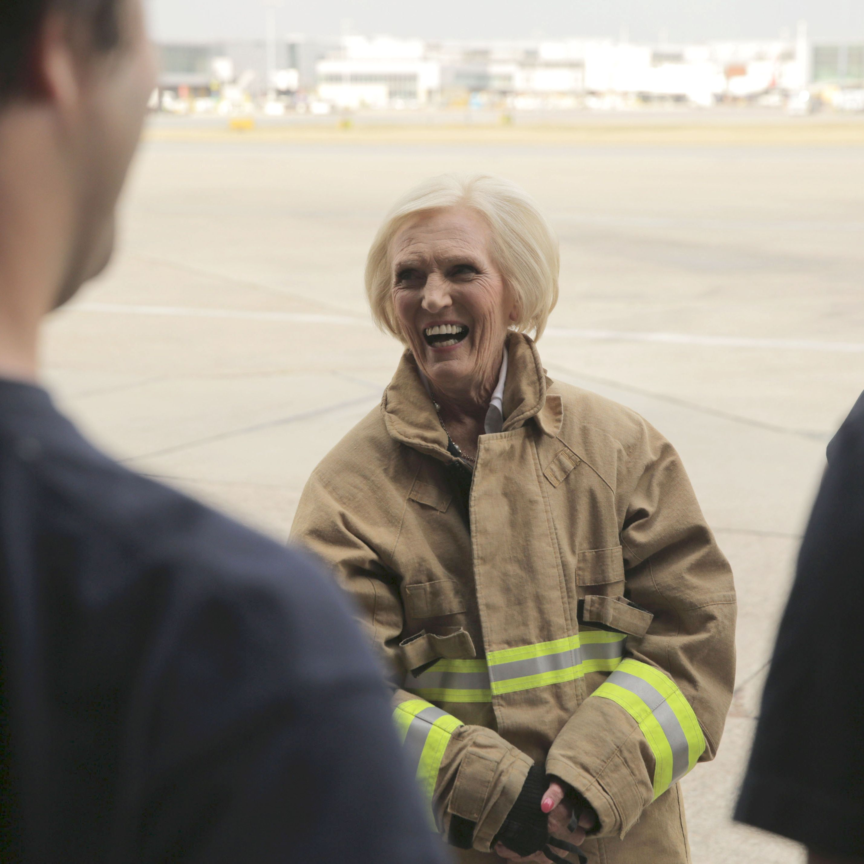 Mary Berry's BBC viewers spot awkward moment during her visit to Heathrow's £300,000 VIP lounges