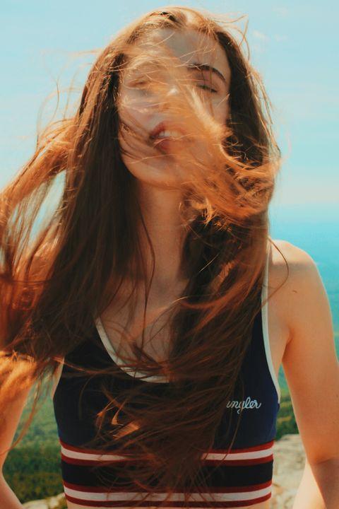 Hair, Beauty, Brown hair, Surfer hair, Long hair, Hairstyle, Summer, Water, Sunlight, Blond,