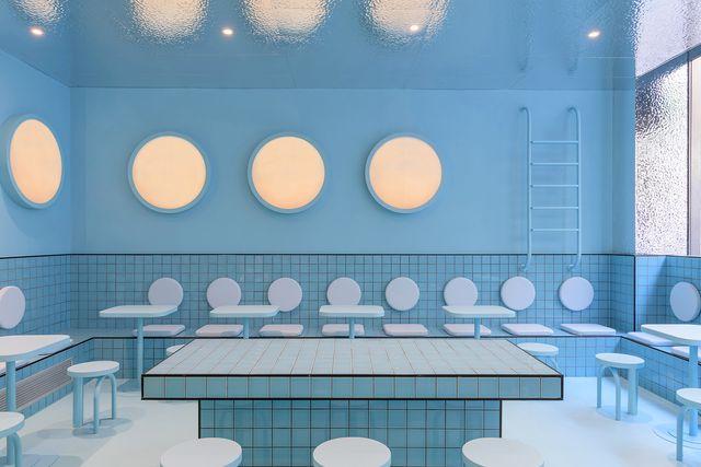 masquespacio diseña el nuevo restaurante de haburguesas bun en turín simulando el interior de una piscina