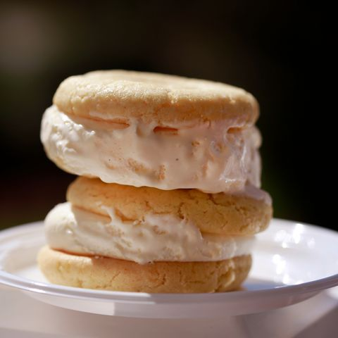 masters peach ice cream sandwich