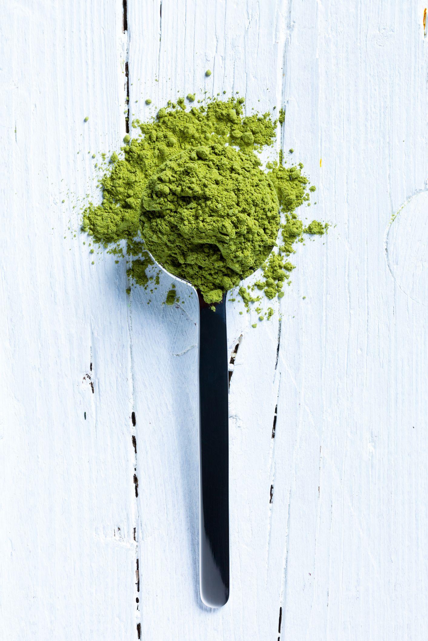 matcha green tea on spoon