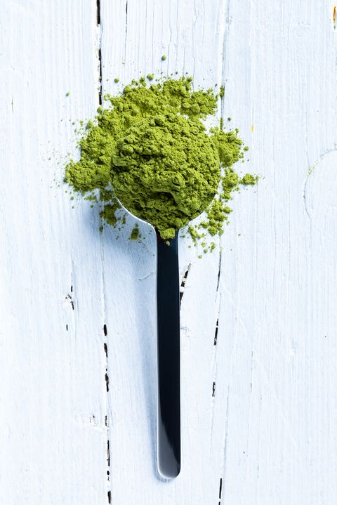 matcha green tea on spoon