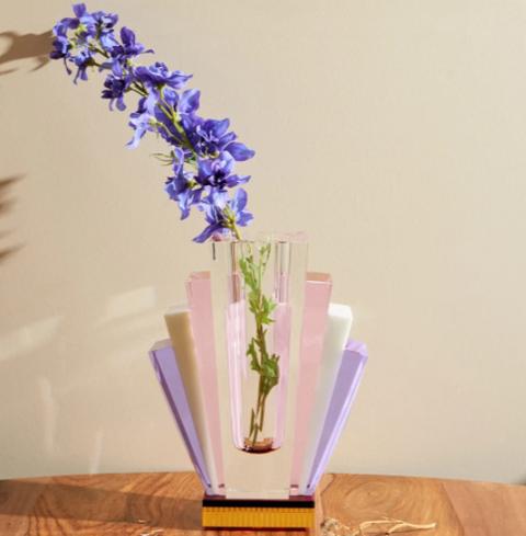 お部屋の雰囲気をアップグレードしてくれる、ポップ&カラフルなフラワーベース12
