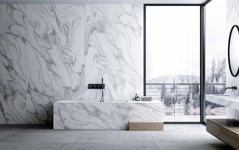 baño con revestimiento mineral