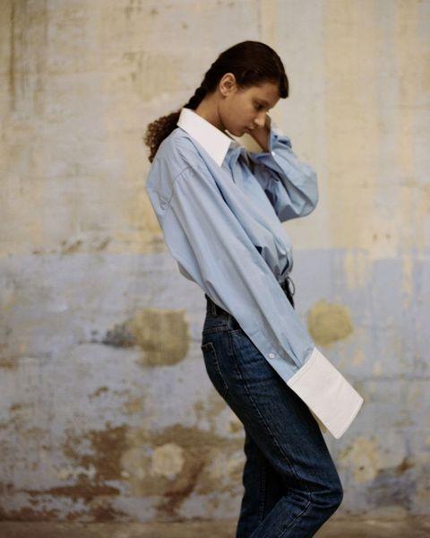 Standing, Outerwear, Street fashion, Photography, Jeans, Jacket, Neck, Denim, Photo shoot, Shoe,