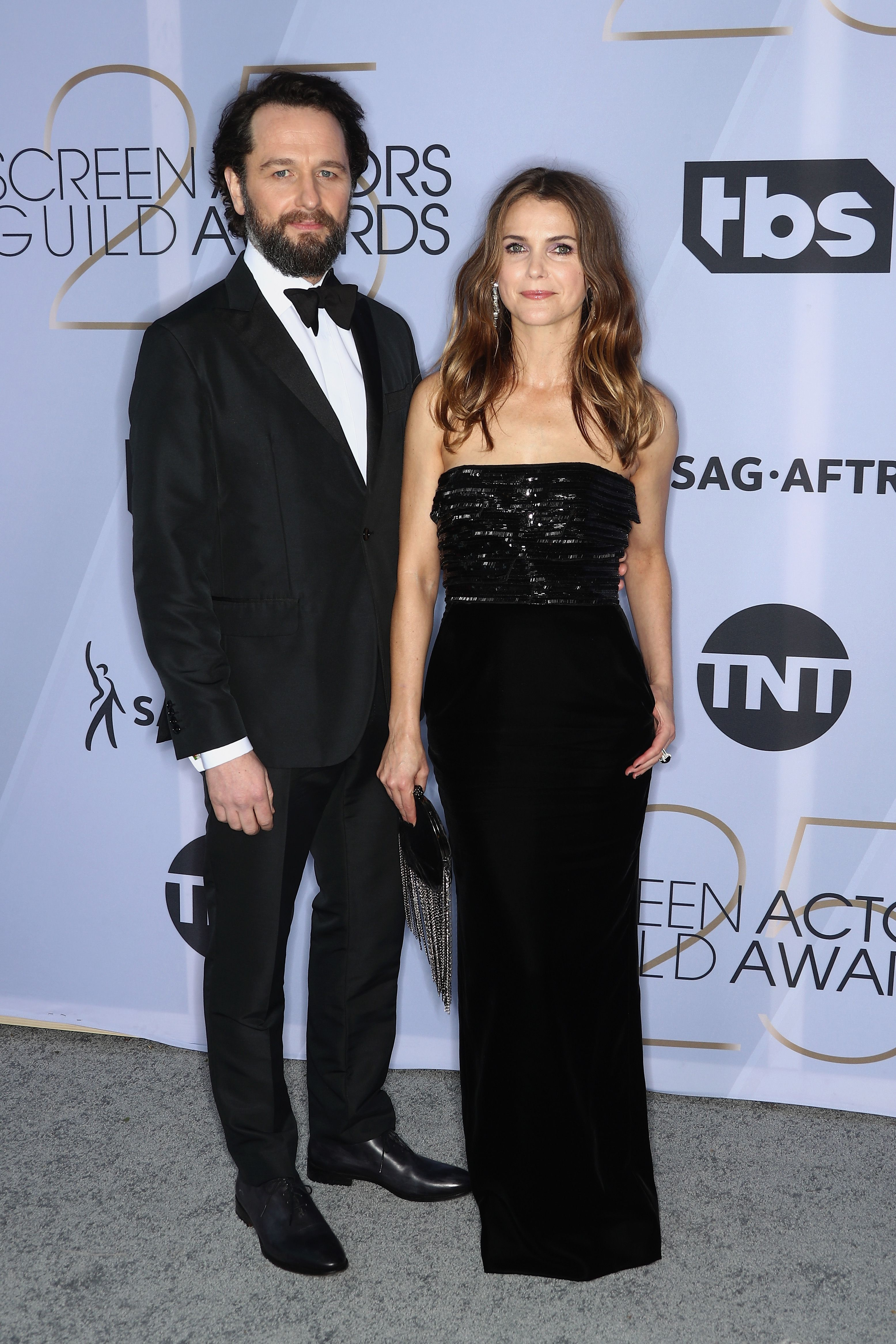 https://hips.hearstapps.com/hmg-prod.s3.amazonaws.com/images/matthew-rhys-and-keri-russell-attend-the-25th-annual-screen-news-photo-1090478838-1548637808.jpg?crop=1xw:1xh;center,top&resize=980:*