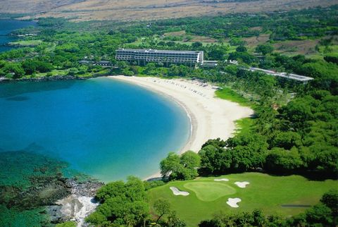 Aerial view of the Mauna Kea Beach Hotel on the Kohala Coast of the Big Island