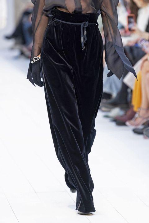 Joint, Style, Waist, Pocket, Street fashion, Fashion, Black, Bag, Leather, Fashion design,