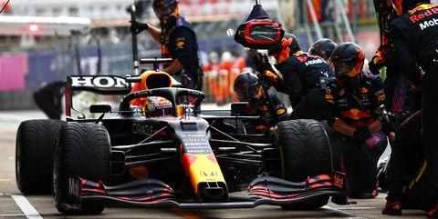 parada en boxes de max verstappen en el gran premio de rusia de 2021