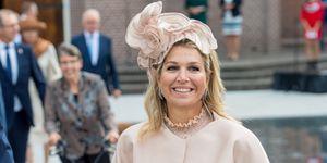Reina Máxima de Holanda en Drente con un look total nude