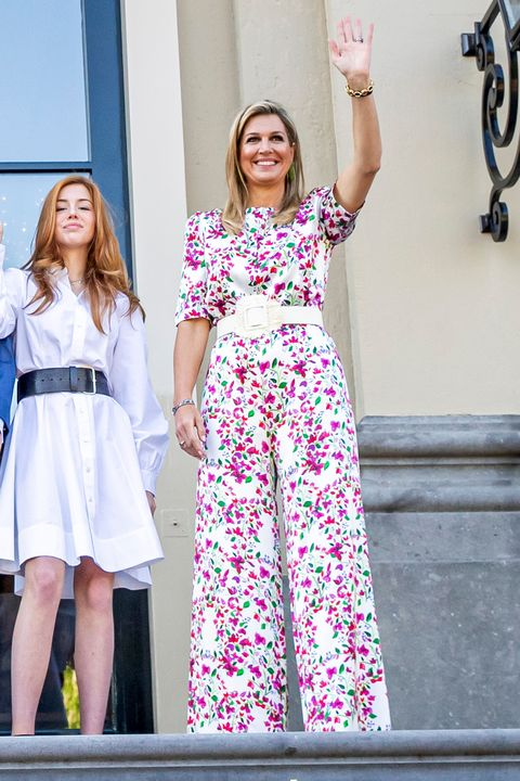 koningin máxima draagt bloemenjumpsuit