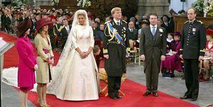 Máxima in haar trouwjurk van Valentino tijdens de huwelijksinzegening in De Nieuwe Kerk.
