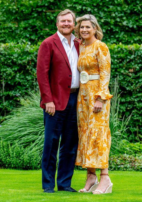tradicional posado de la familia real holandesa en el inicio de sus vacaciones