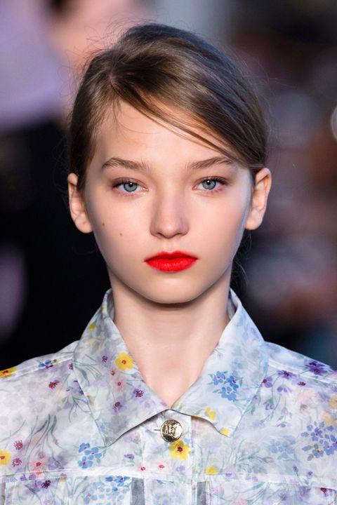 Hair, Face, Lip, Fashion, Hairstyle, Eyebrow, Beauty, Chin, Cheek, Fashion model,