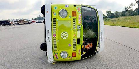 Motor vehicle, Mode of transport, Automotive exterior, Automotive design, Automotive parking light, Automotive lighting, Fender, Windscreen wiper, Asphalt, Bumper,