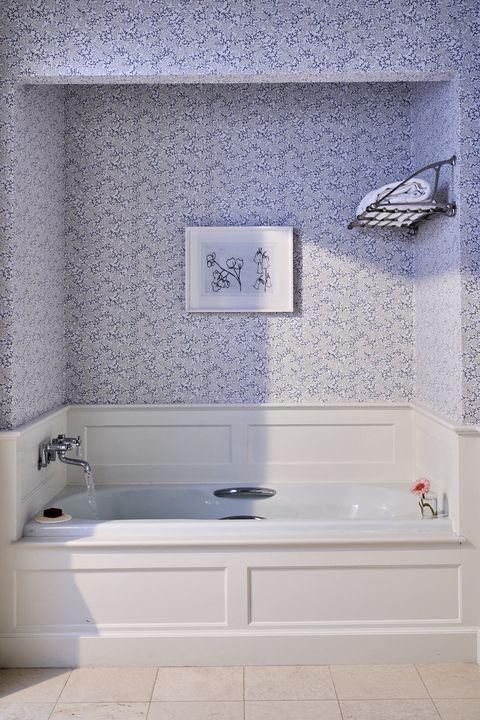 mayflower inn guest bathroom